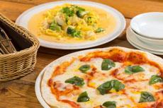 ピザとパスタの写真